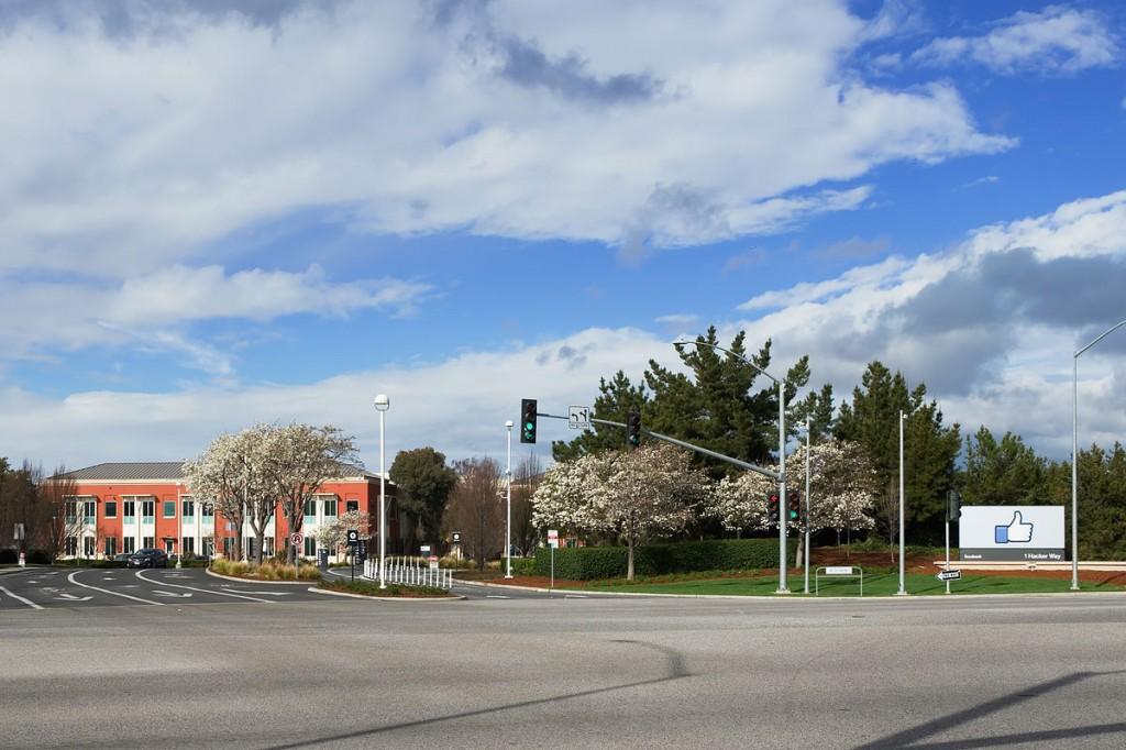 Штаб-квартира Фэйсбука в Менло-парке, Калифорния. Обязательно сюда заедем тоже.