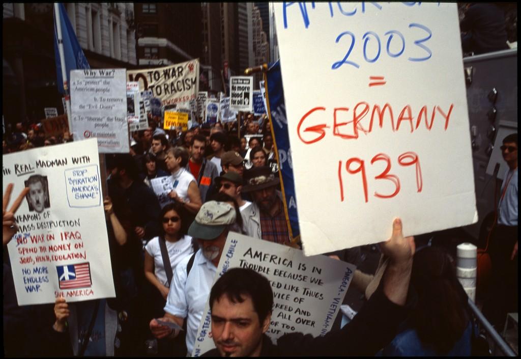 Протесты против войны в Ираке.