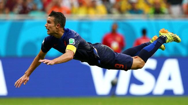 Знаменитое фото Робина ван Перси, на которой нападающий сборной Нидерландов запечатлен во время первого гола в ворота Испании, который признали одним из самых красивых голов на Мундиале.
