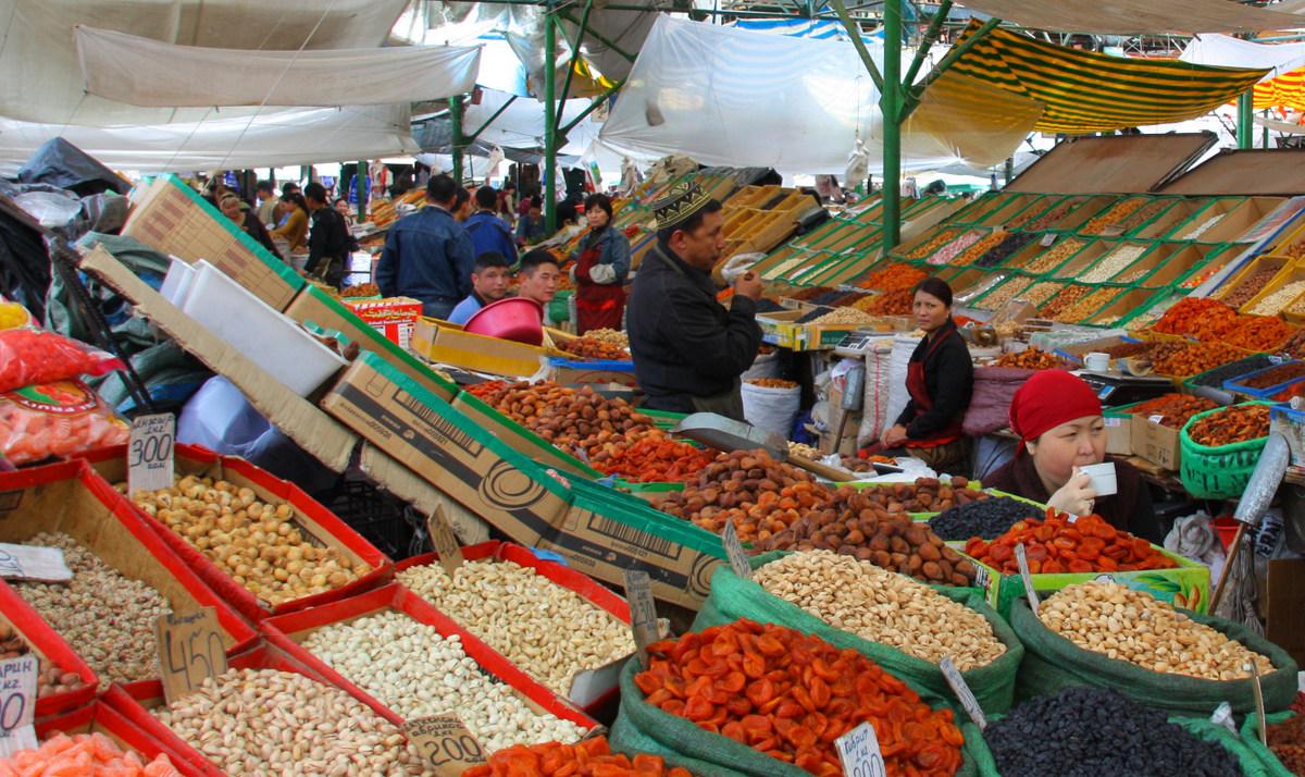 Ошский рынок в Бишкеке, 2009 год. Фото: neiljs, Flickr.