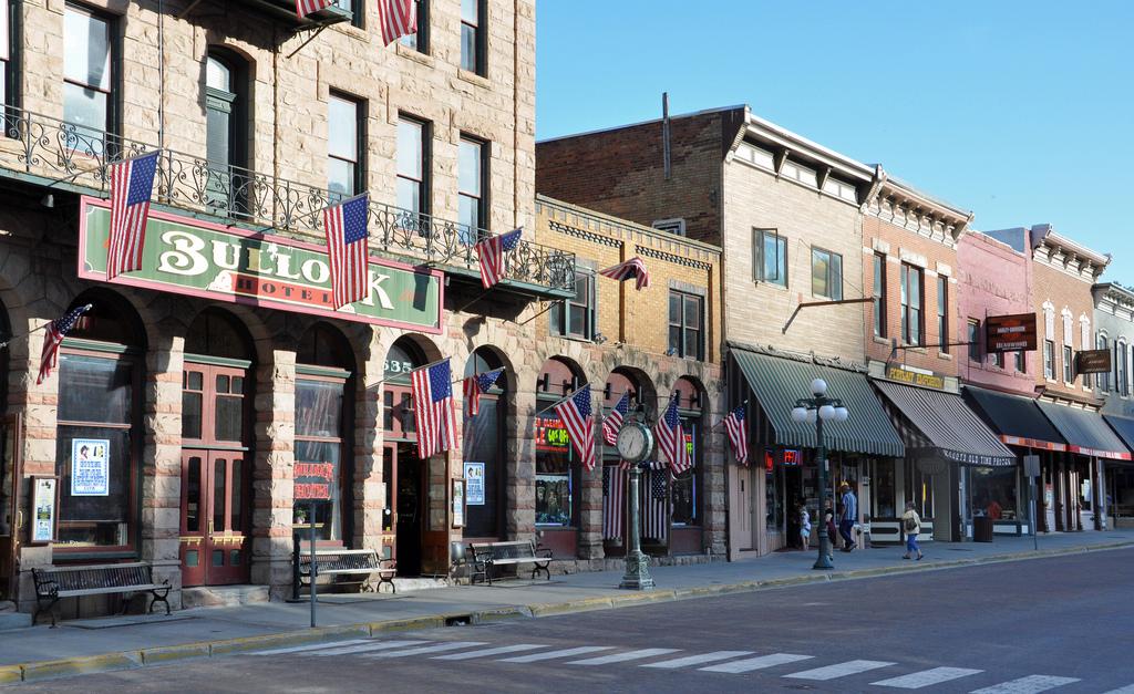 Здания на главной улице Дедвуда, который был основан в 1876 году.