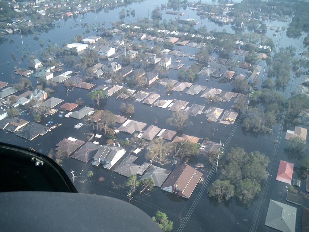 Ураган Катрина - самый разрушительный ураган в истории США, в результате которого 80% Нового Орлеана - одного из крупнейших городов на юге страны - оказалось под водой, а ущерб составил 125 млрд. долларов США.