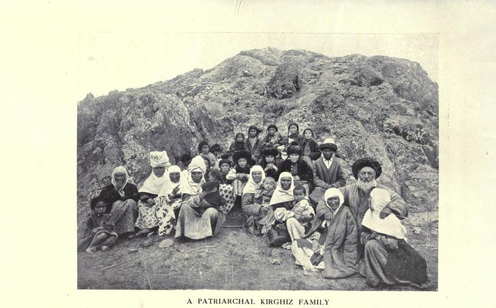 Патриархальная кыргызская семья.