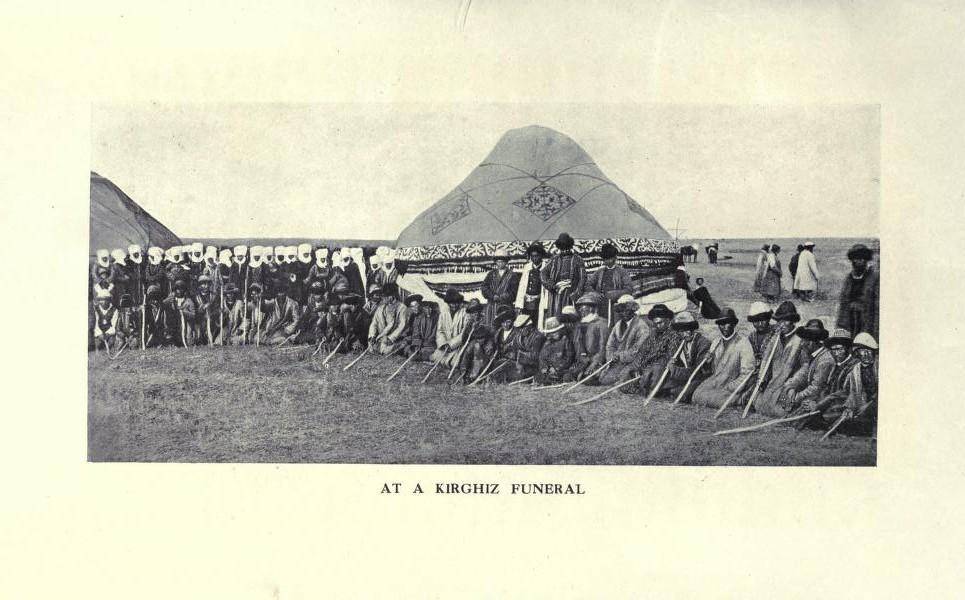 На кыргызских похоронах.