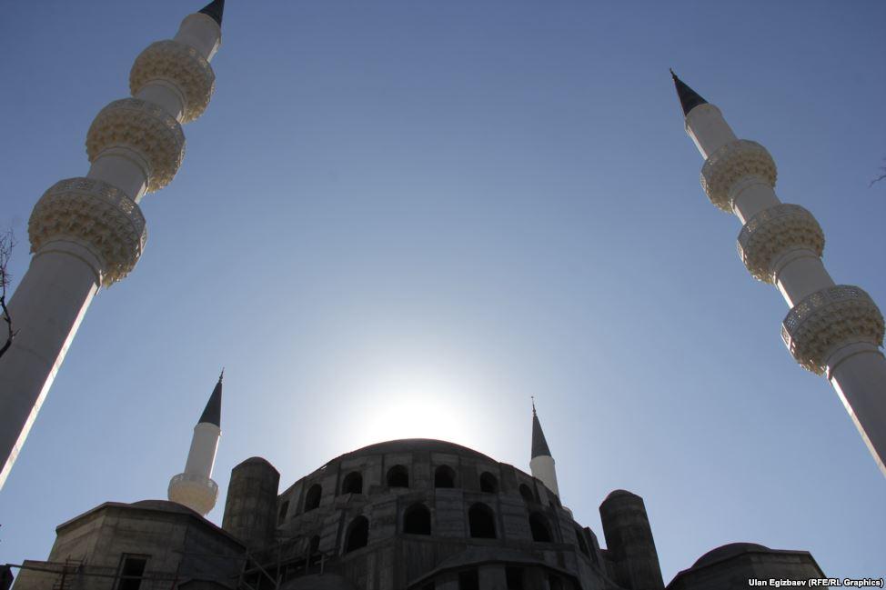 Строящаяся мечеть похоже на мечеть Коджатепе, находящуюся в Анкаре.