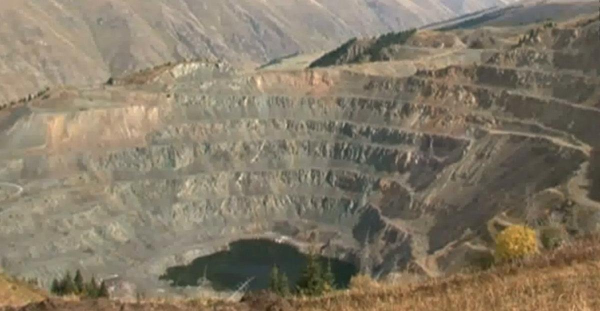 """Власти Кыргызстана обвинили """"Станс Энерджи"""" в получении лицензии на добычу без плана добычи и запретили им вести работы на месторождении."""