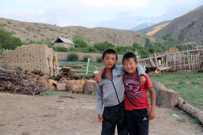 Мальчики в деревне Тосор