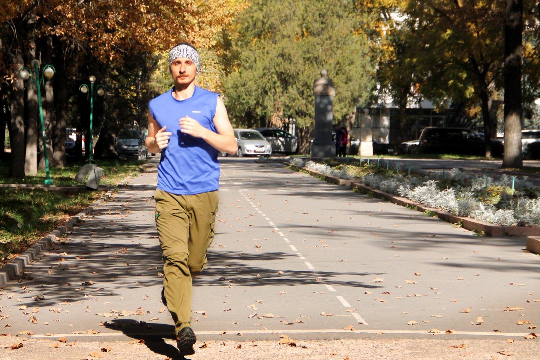 На бегу где-то на улицах Бишкека.
