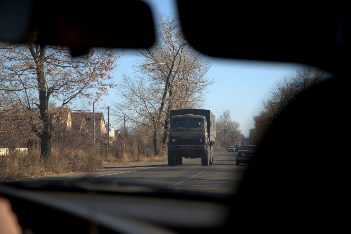 Грузовик без номеров в окрестностях Донецка