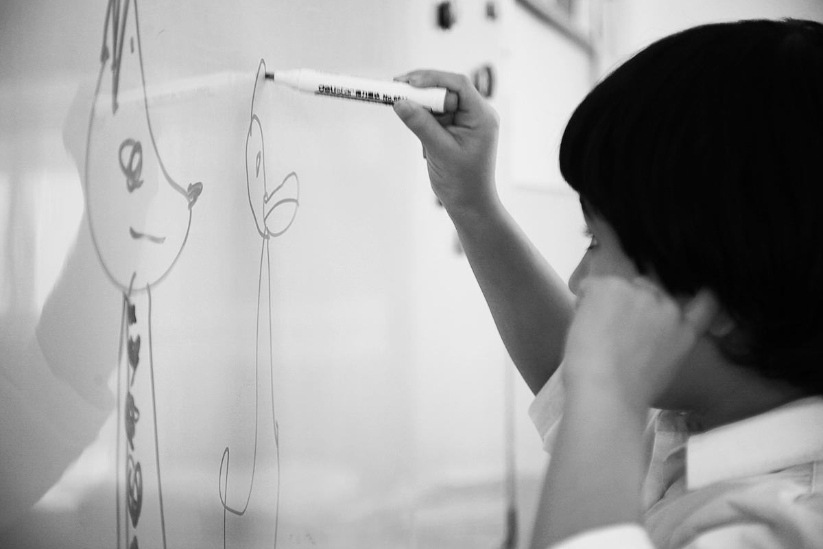 Рабига рисует фламинго.