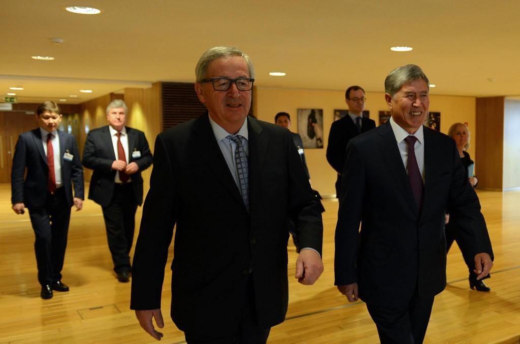 Атамбаев и председатель Европейской комиссии Жан-Клод Юнкер.