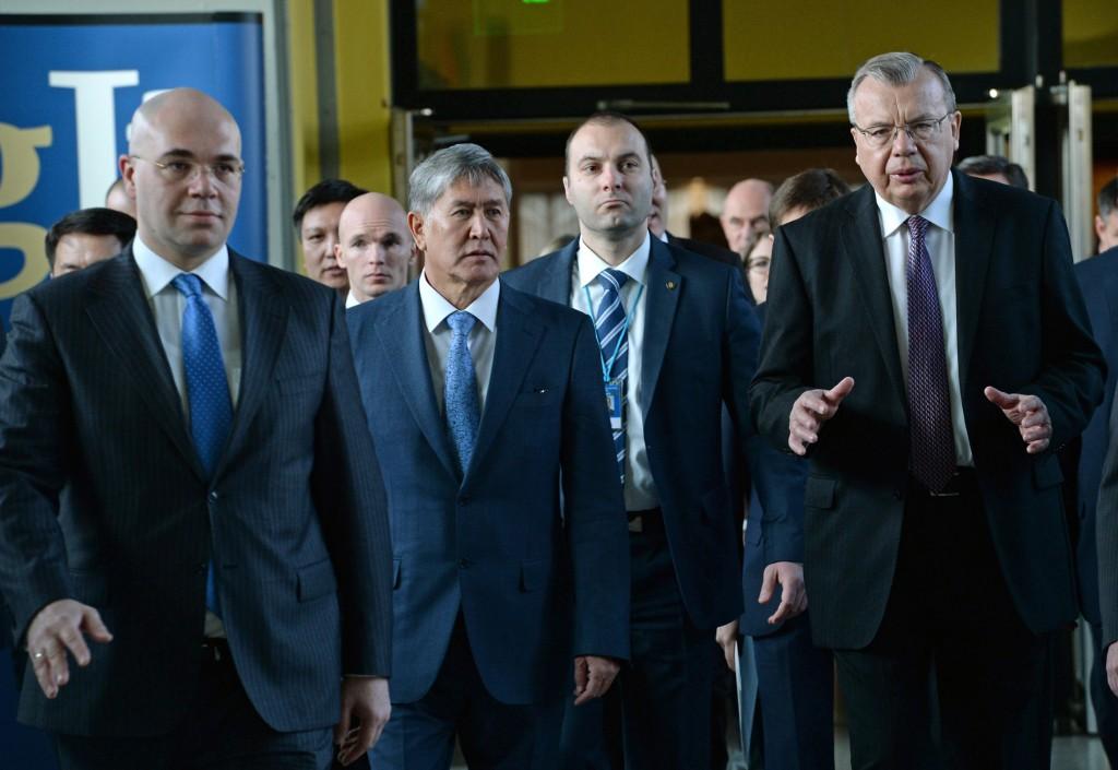 Директор Управления ООН по наркотикам и преступности Юрий Федотов и делегация из Кыргызстана.