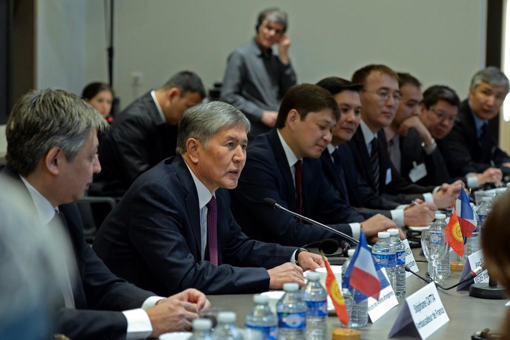 Атамбаев на кыргызско-французском бизнес-форуме.