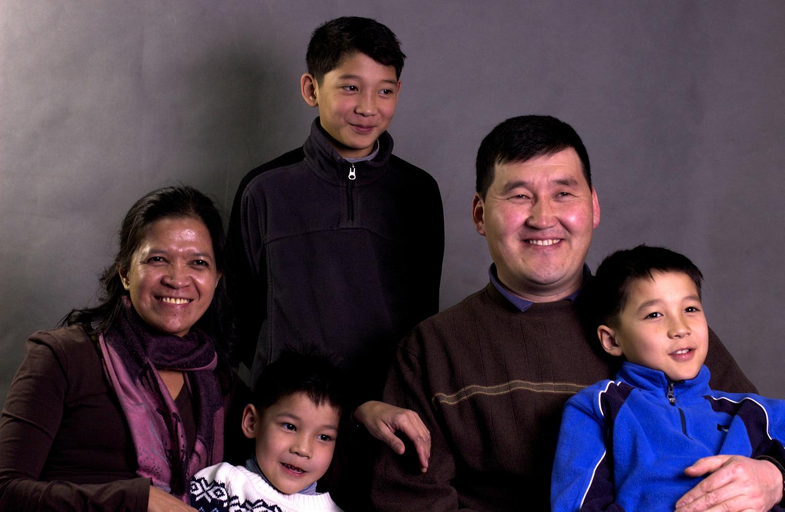 Семья Кубатбек-Конде - кыргызы, филиппинцы.