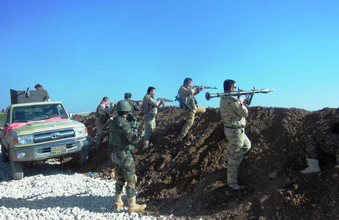 """Члены курдских отрядов """"пешмерга"""", воюющих против ИГ. Мосул, 16 июня 2015 года."""