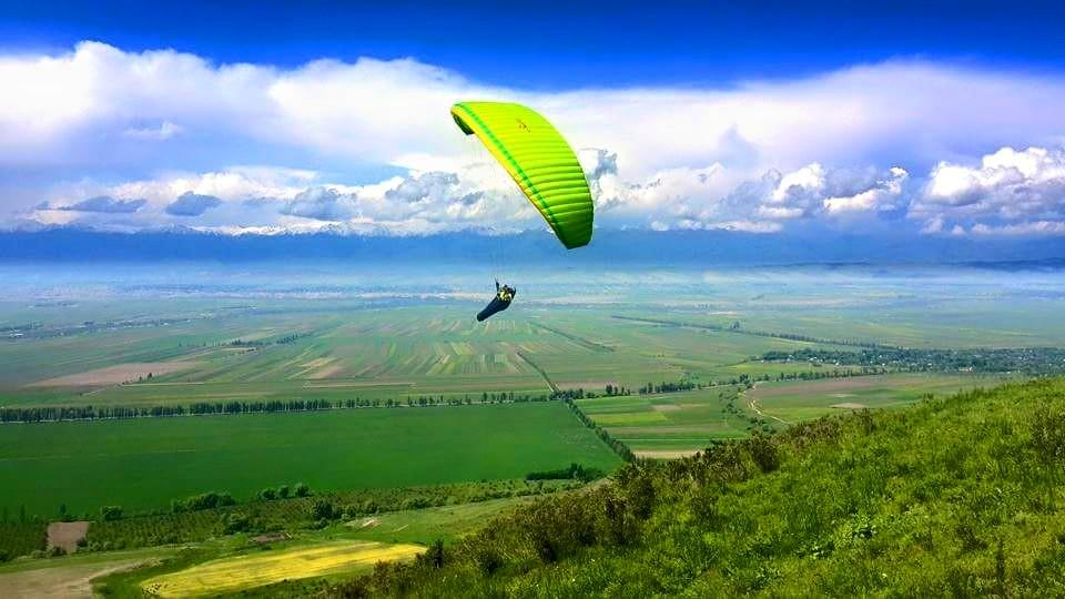 "Фото со страницы лётной школы ""Fly.kg"" в ""Фэйсбуке""."