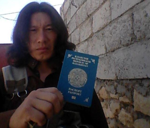 """Боевик ИГИЛа из Казахстана, который называет себя """"Артем""""."""