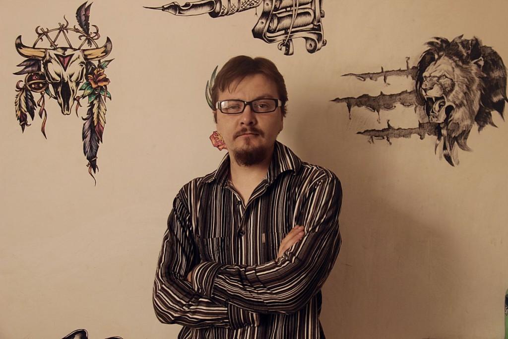 Максим Коновалов известен  под псевдонимом Мако.