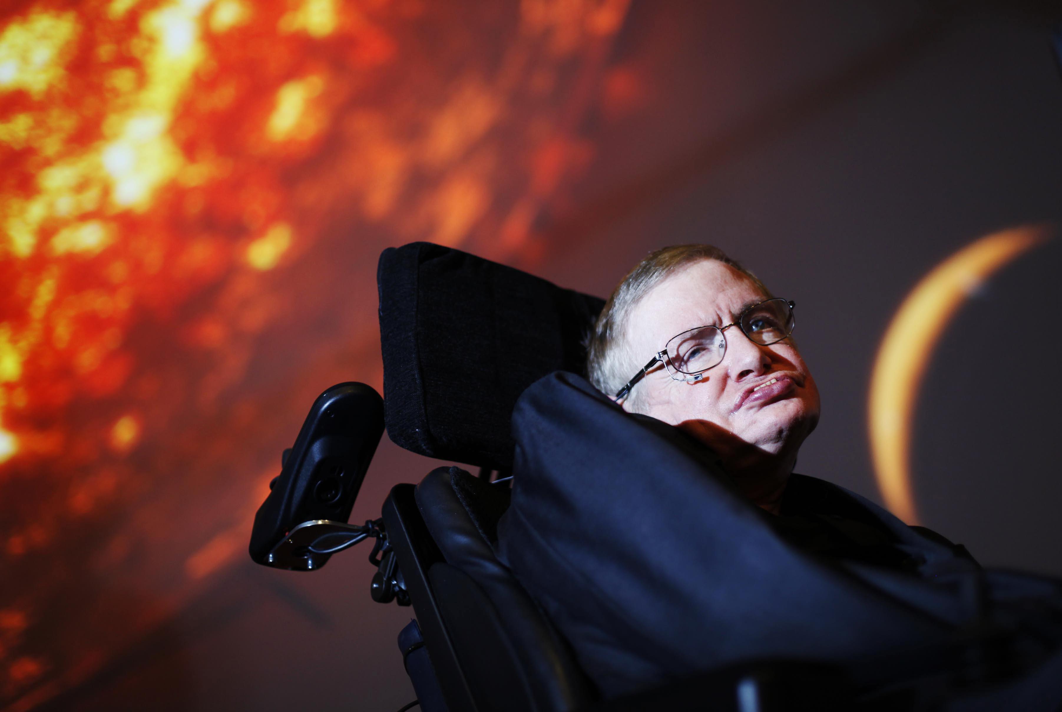 Hawking na NASA década de 1980 Nome completo Stephen William Hawking Nascimento 8 de janeiro de 1942 1 Oxford Oxfordshire Morte 14 de março de 2018 76 anos
