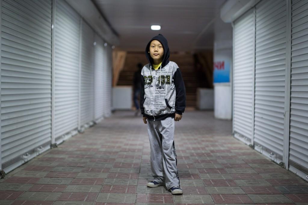 Бишкек, Кыргызстан: Амир, 9 лет,  в подземном переходе в центре города.