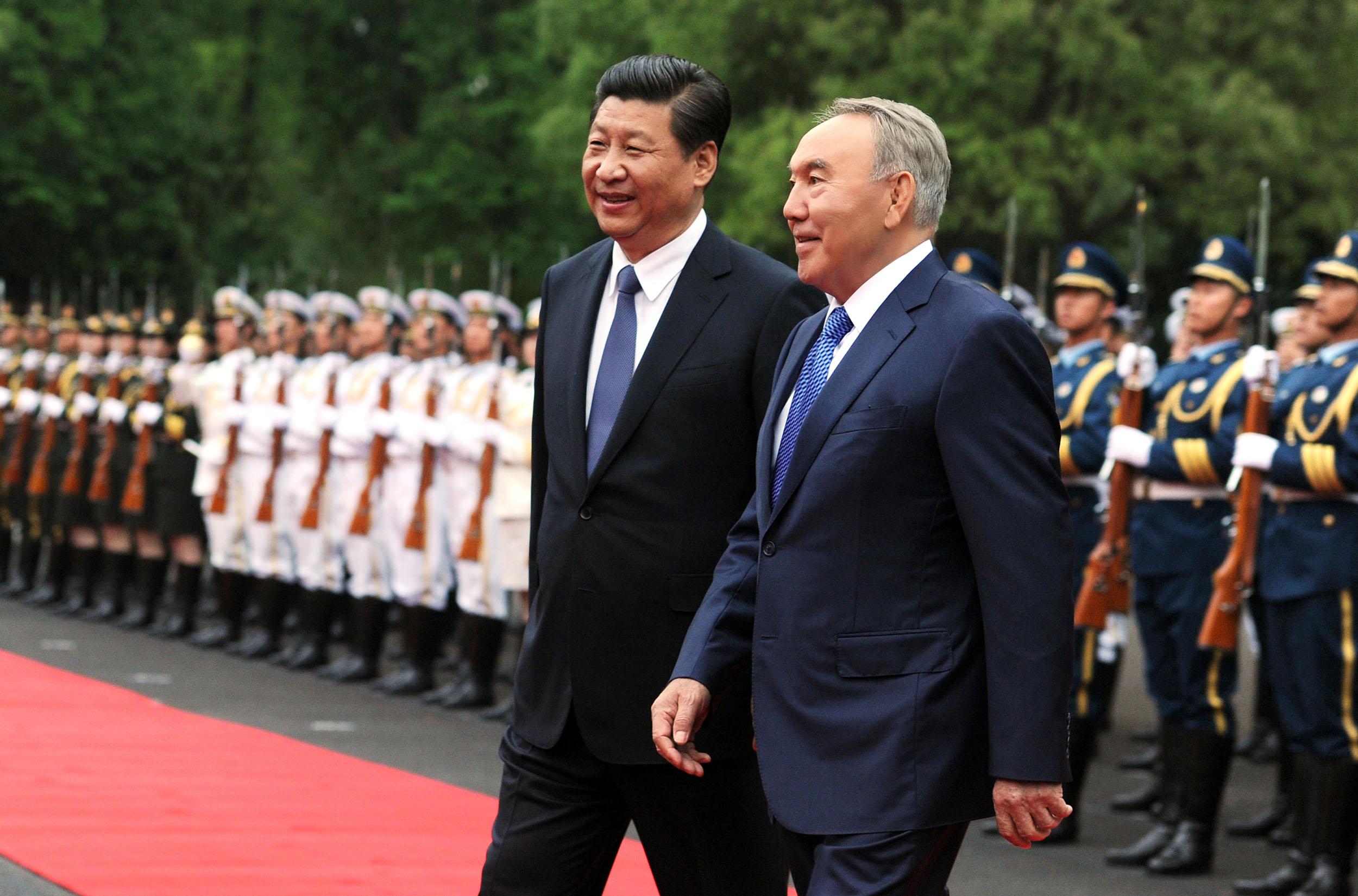 Си Цзиньпинь и Нурсултан Назарбаев во время визита китайского лидера в Астану. Фото: akorda.kz