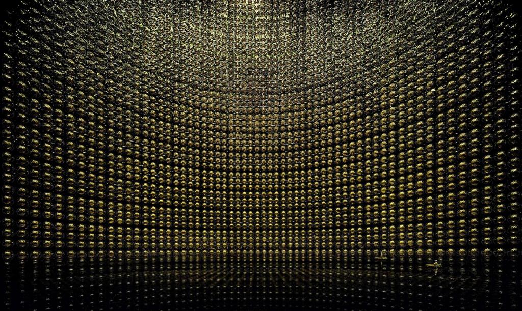 Детектор Super-Kamiokande в Японии