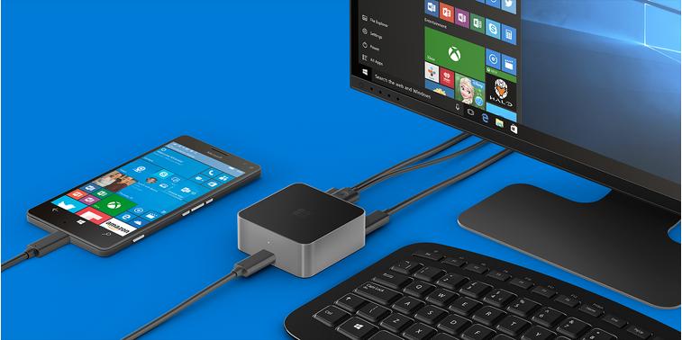 Display Dock, с подключенным к нему смартфоном Lumia