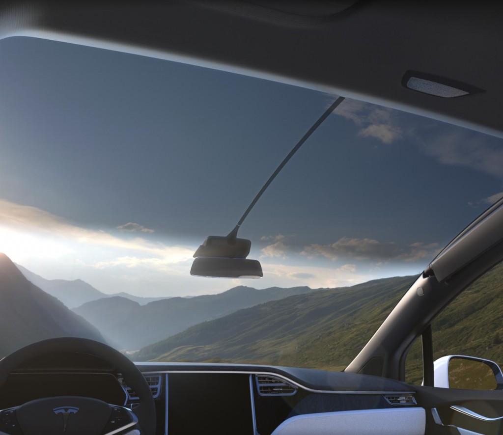 Панорамное лобовое стекло в Model X