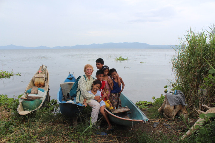 «С филиппинскими детишками»
