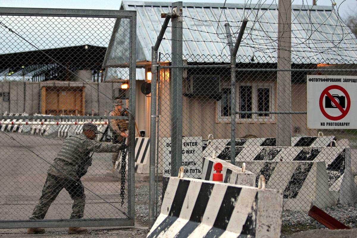 В 2013 году американский центр транзитных перевозок в Кыргызстане был закрыт