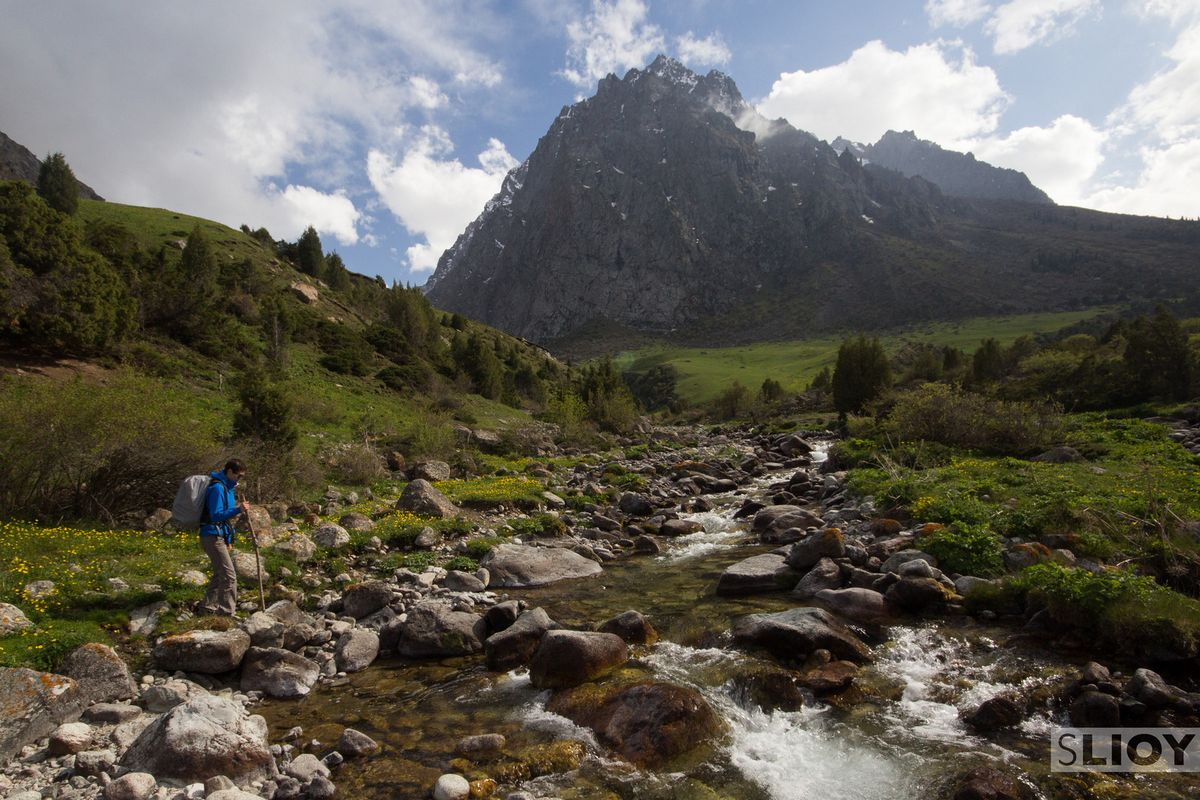 Bishkek-Hiking-Stream-Crossing-Issyk-Ata-X3