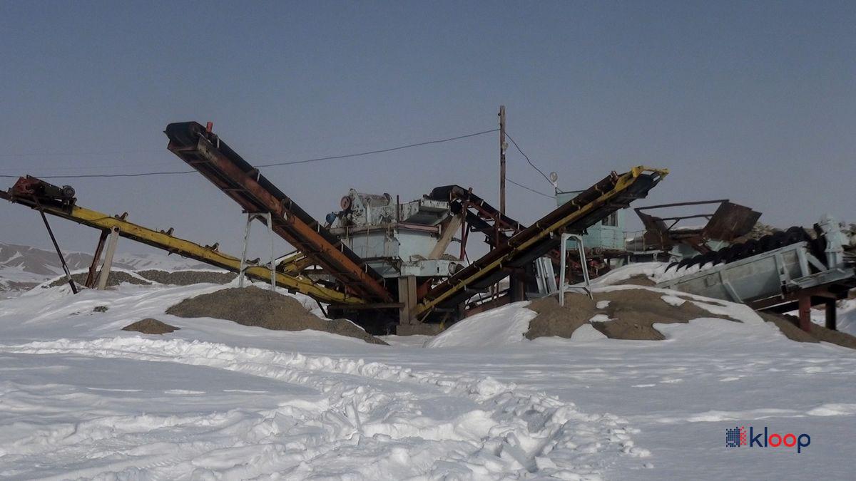 Сейчас на площадке находится дробильно-сортировочное хозяйство, предоставленное «НарынГидроЭнергостроем»