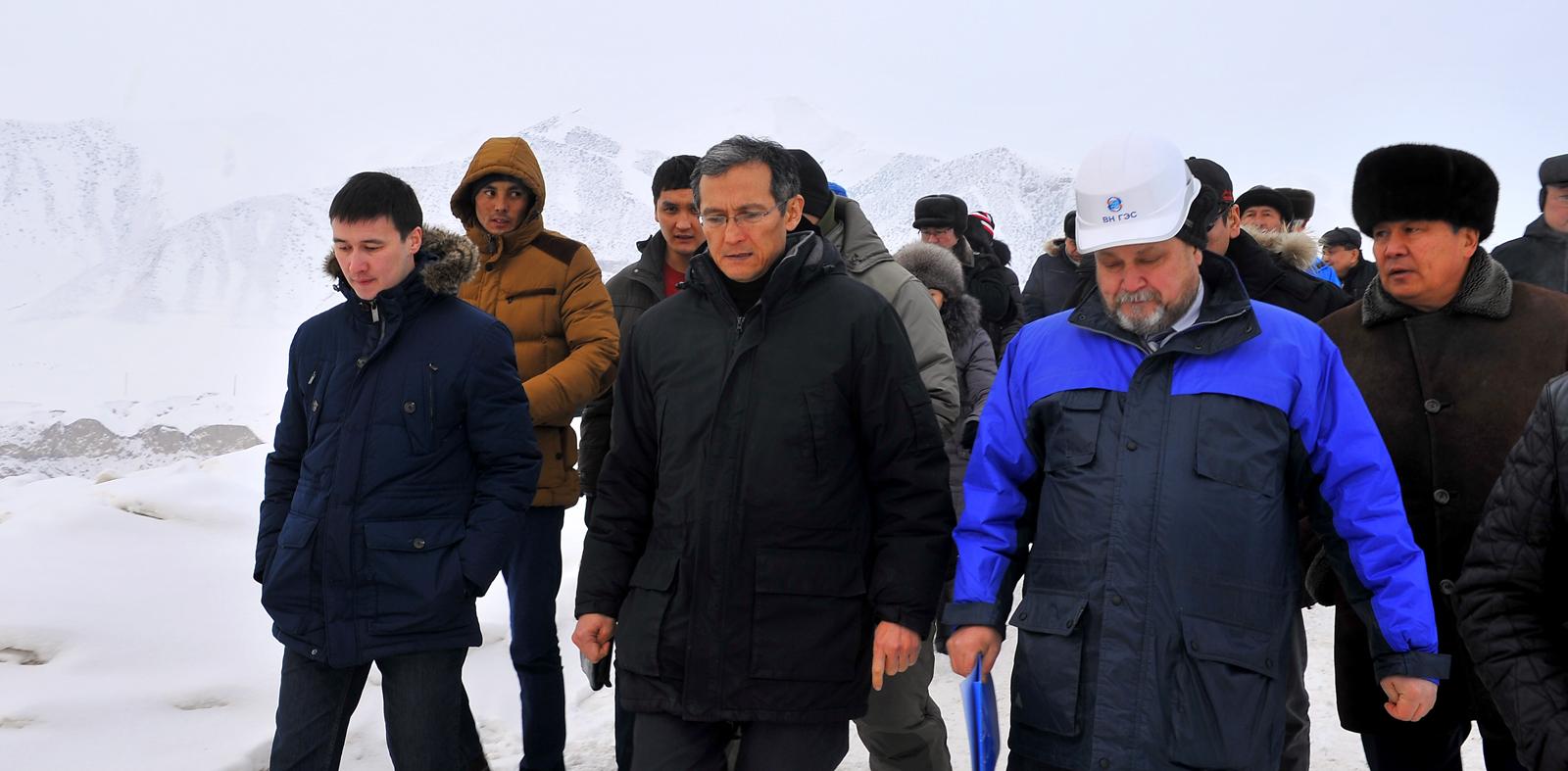 Февраль 2015: бывший тогда премьер-министром Джоомарт Оторбаев знакомится с ходом строительства. «Этот проект необходим для нас. Работы по его реализации ведутся ритмично. Мы должны завершить этот проект в срок», — заявил тогда Оторбаев.