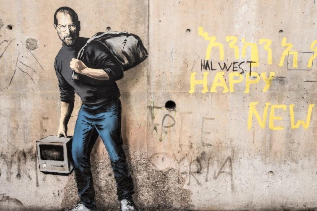 Одна из последних работ Бэнкси затрагивает проблему мигрантов в Европе. На граффити изображен Стив Джобс, отец которого был сирийцем