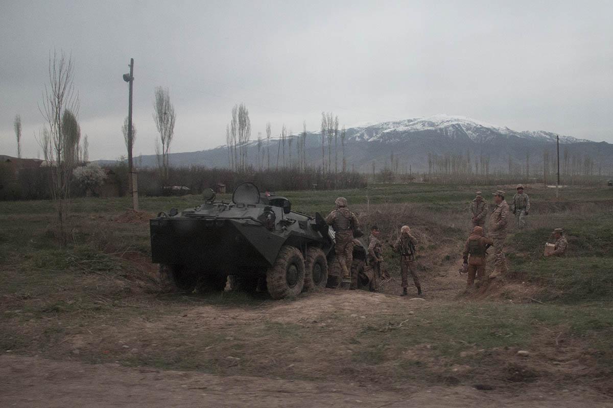 Узбекские БТРы заставляли нервничать местных жителей.