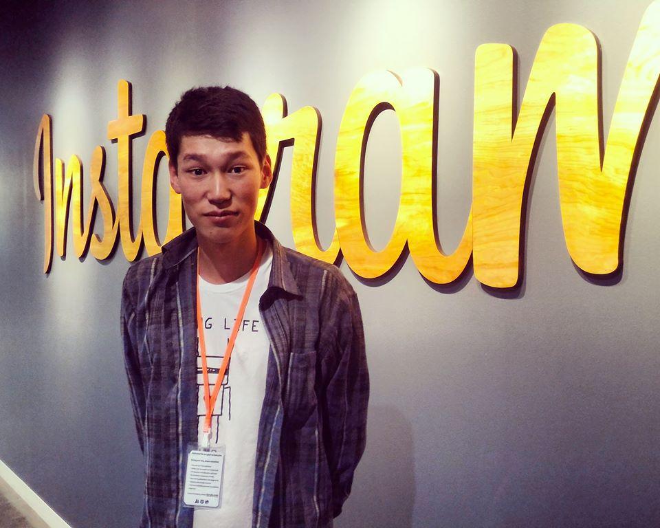 Тилек Бейшеналиев, выпускник школы журналистики Kloop.kg, в офисе Instagram и Facebook,  Пало-Альто, Калифорния, США.