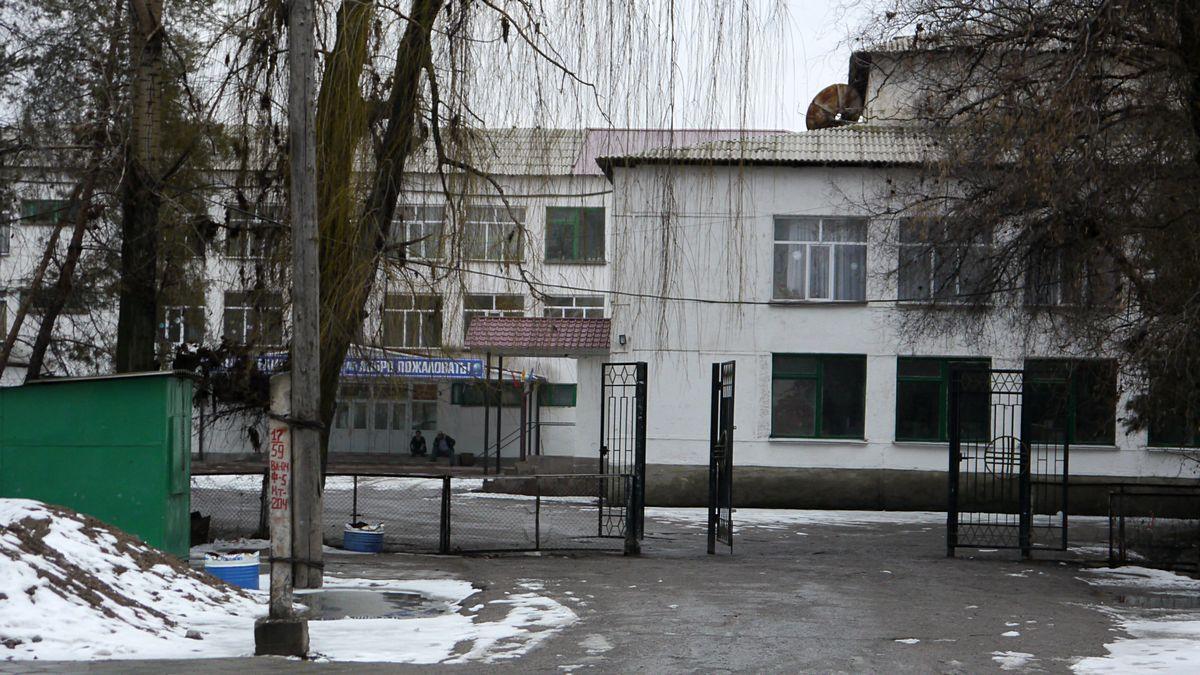 Единственная школа в Милянфане.