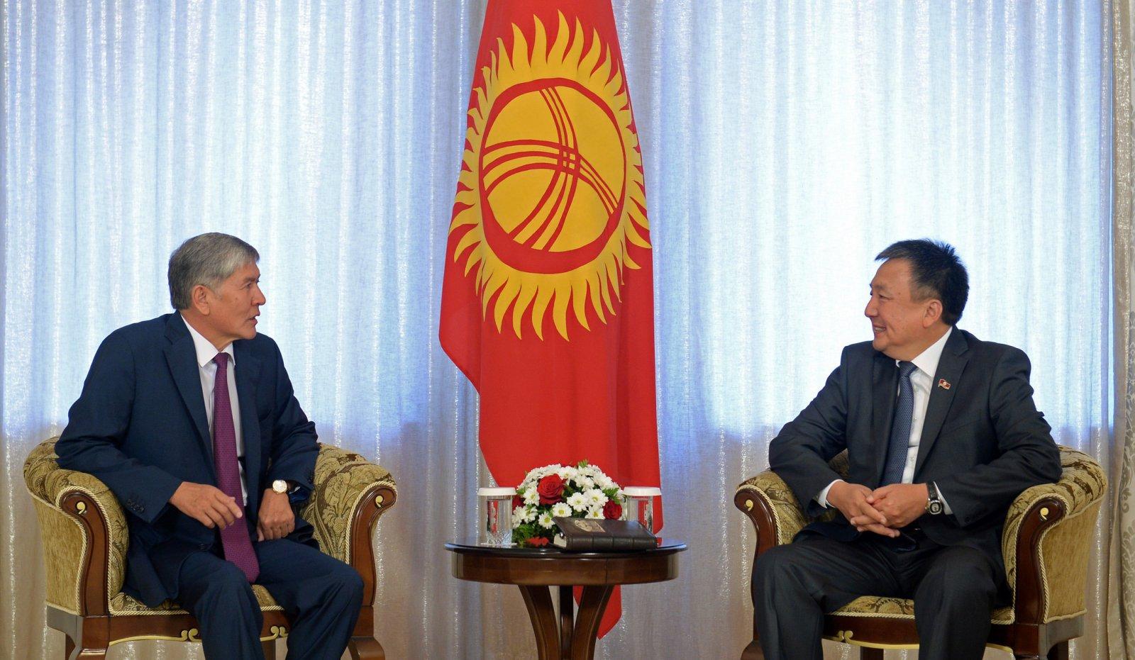 Президент Алмазбек Атамбаев на встрече со спикером Асылбеком Жээнбековым