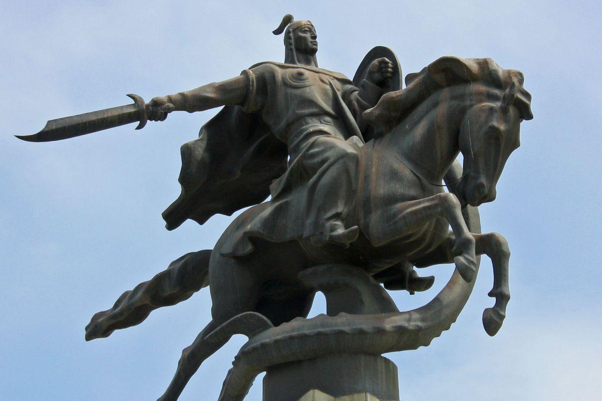 Данияр Нарымбаев в четвертой редакции внес в конституцию 7 заповедей Манаса.