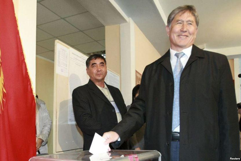 Согласно конституции, число кандидатов на пост президента Кыргызстана не должно превышать 15.