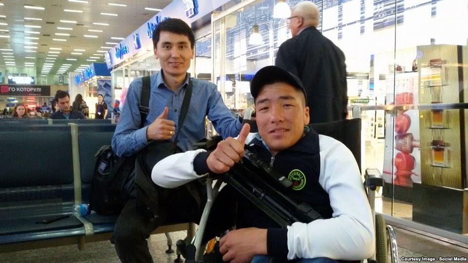 В аэропорту Бишкека перед вылетом в США