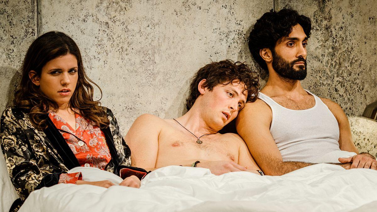 Фотография театральной постановки Threesome («Секс втроем») театра Portland Center Stage
