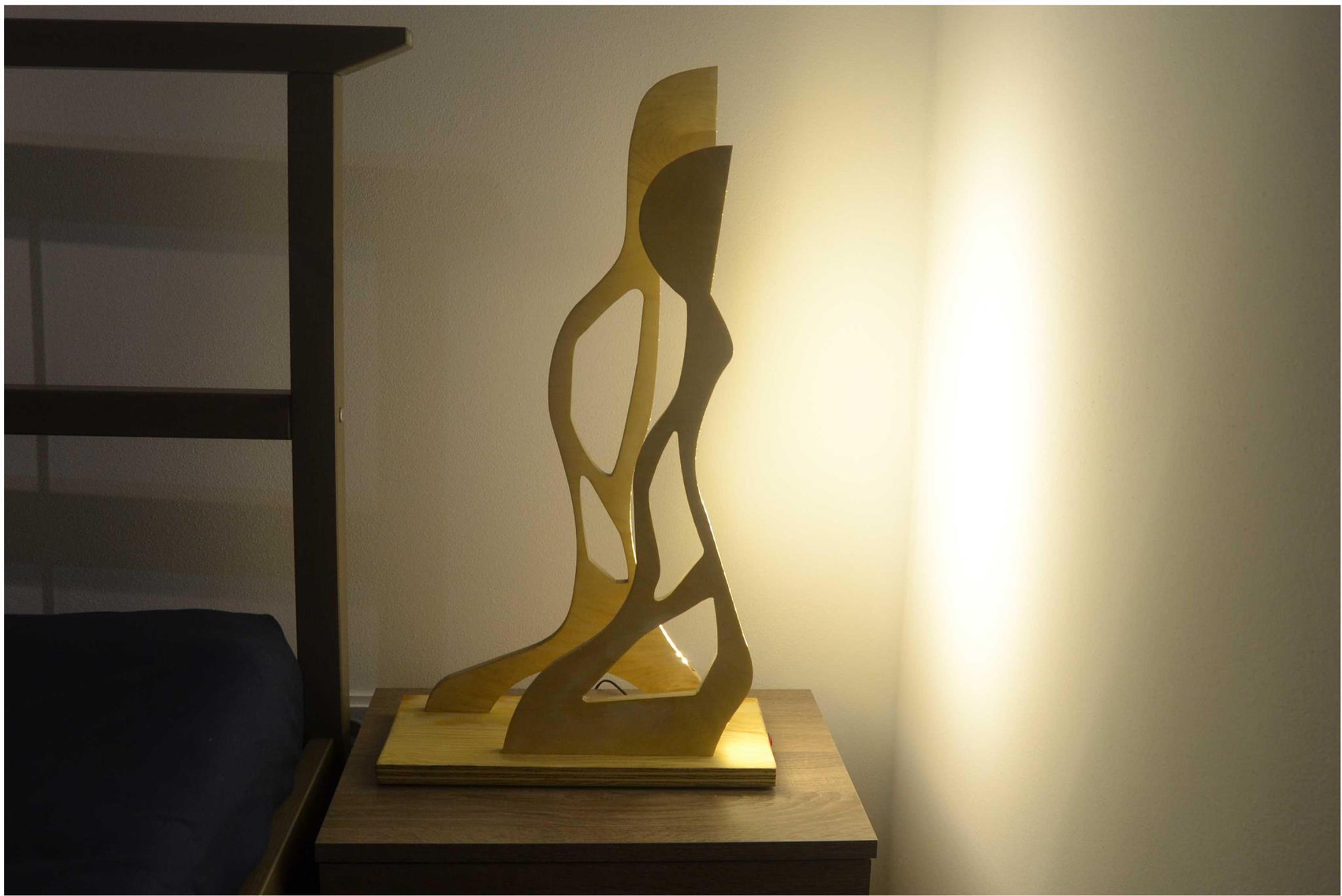 Ginger и Fred — концепция предмета была выполнена по образу здания «Танцующий дом» в Праге.