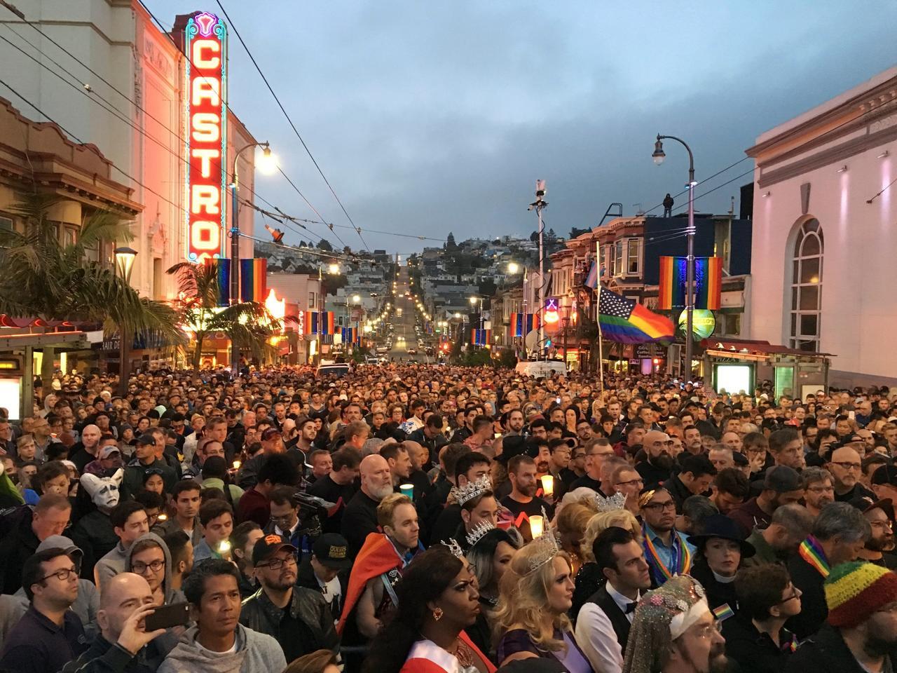 Акция памяти в гей-квартале Кастро в Сан-Франциско. Фото: Stephen Lam / Reuters