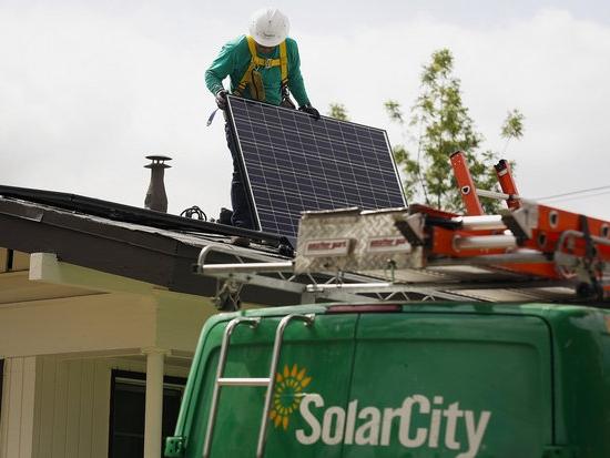 Одна из ключевых сфер деятельности SolarCity – оборудование домов панелями солнечных батарей