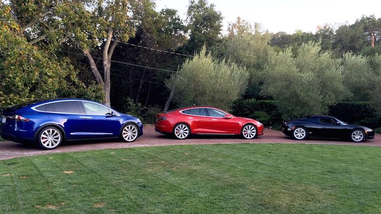 Слева направо: Model X, Model S и Roadster