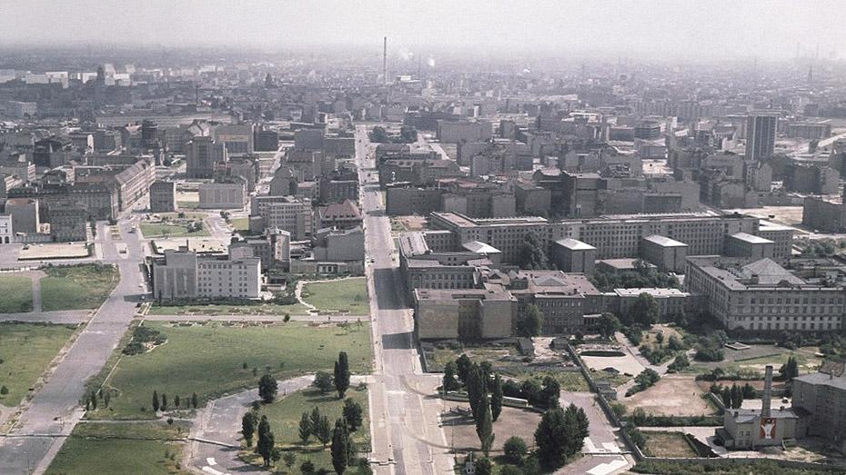 И снова исторический кадр. В середине снимка что горит — бишкекская ТЭЦ или что-то другое?