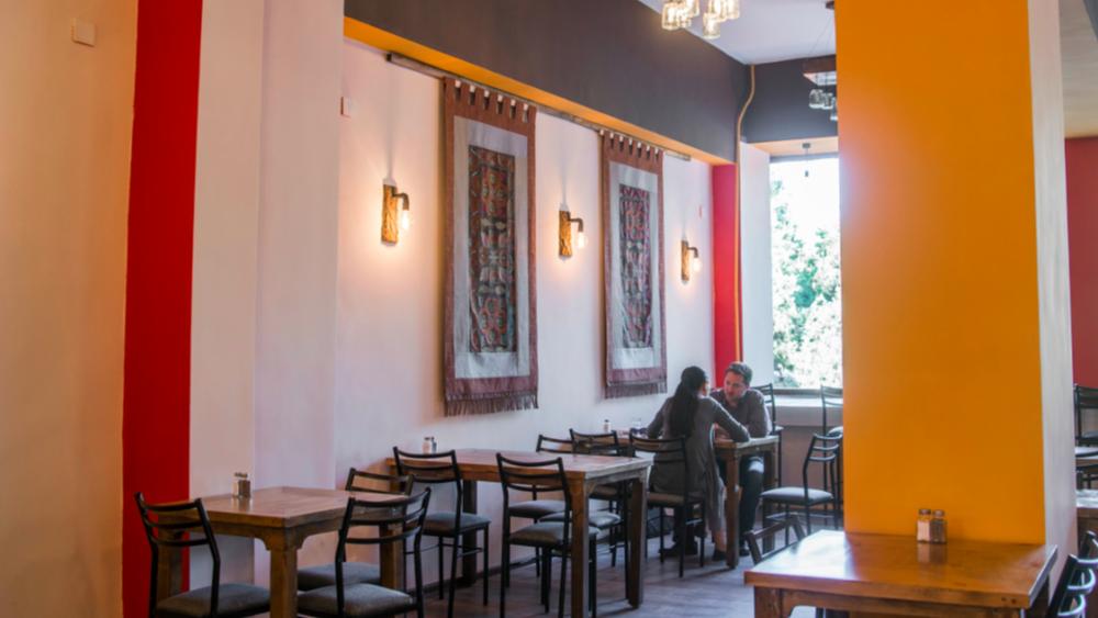 Кофейни, лаундж-бары и всякое такое — модный тренд среди бишкекских предпринимателей. Сможете угадать, где находится это кафе?