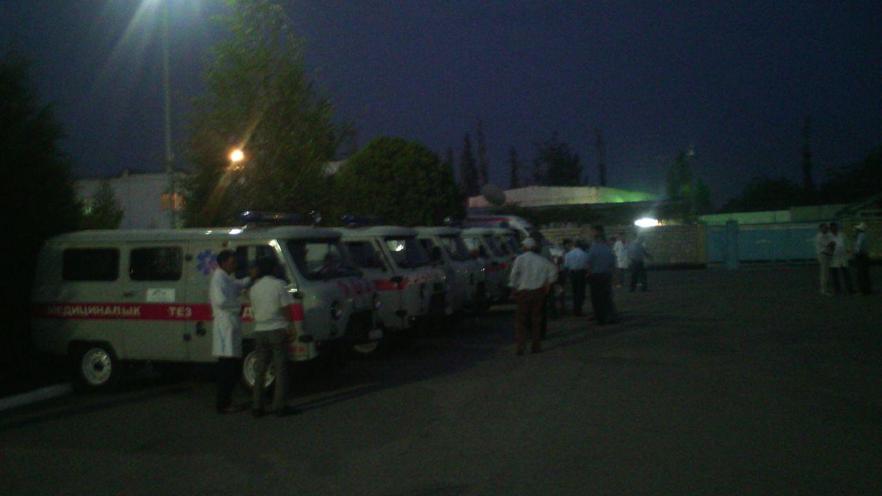 Кареты скорой помощи, на которых вывезли погибших