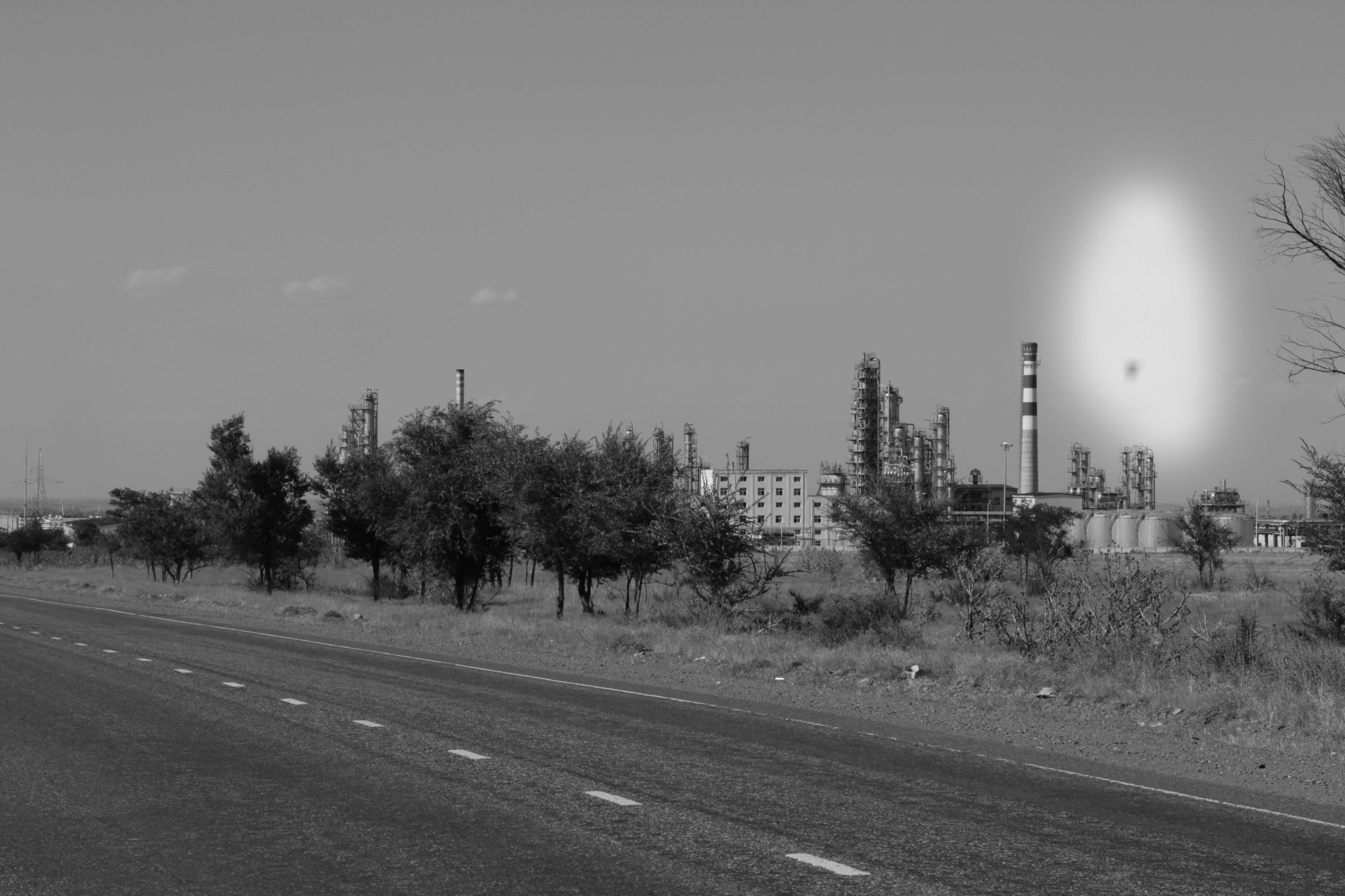 Нефтеперерабатывающий завод Джунда принес горожанам рабочие места, и с тем  экологические проблемы